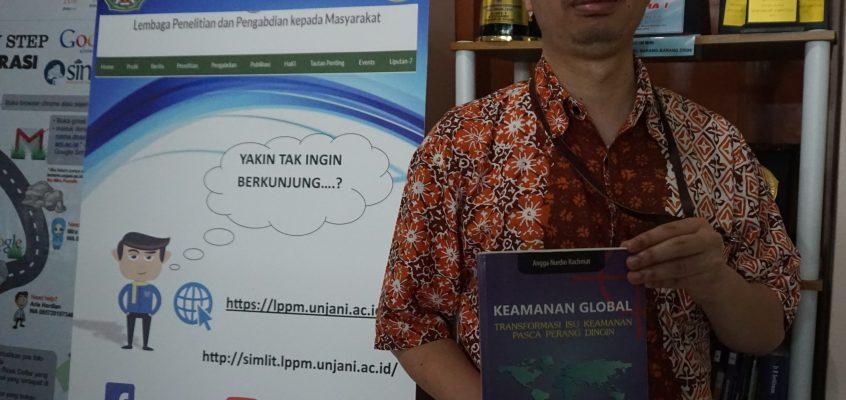 Salah Satu Dosen Fakultas Fisip – Transfer Pemikirannya kedalam Buku Ajar
